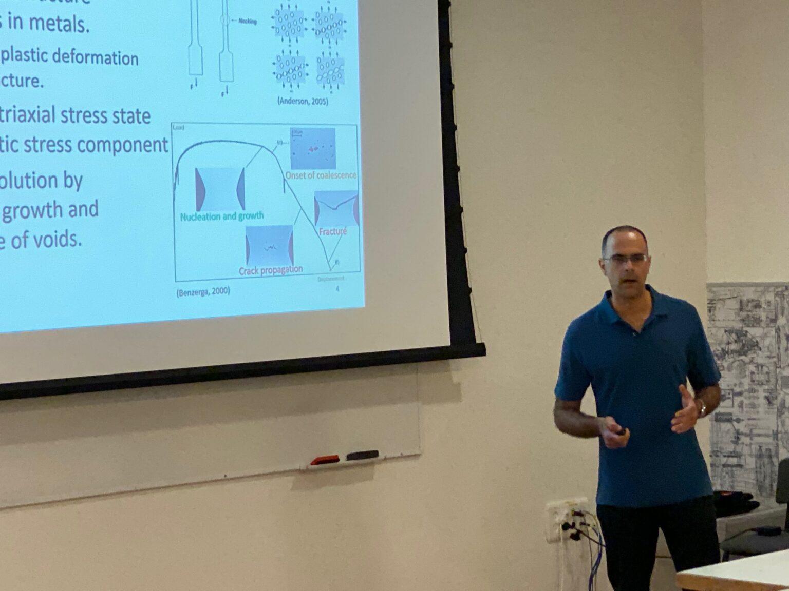 Rafi Fadida presenting his doctoral seminar